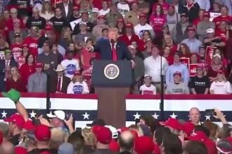 O femeie a leșinat la un discurs al lui Trump, publicul a cântat o melodie religioasă