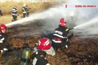 O remorcă cu peste 3 tone de combustibil mistuită de flăcări, în Vrancea