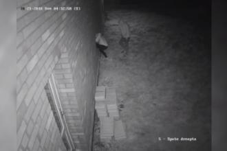 """Proprietarii unei case din Sibiu, terorizați de hoții care le dau târcoale. """"Vindem tot ce am făcut"""""""
