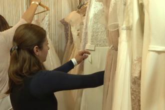 Cum arată rochia de mireasă de 27 de lei vândută la Târgul de nunți din Capitală
