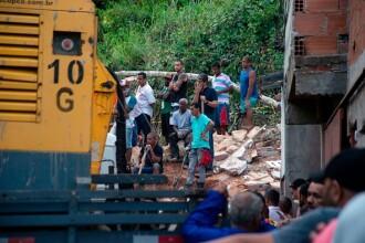 Zece morți, după o alunecare de teren produsă la periferia orașului Rio de Janeiro