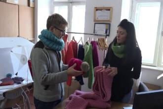Afaceri în creștere la Roșia Montană. Profitul adus din vânzarea de șosete și pulovere din lână