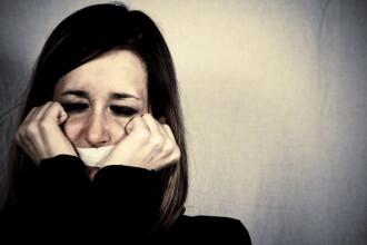 Tânără din Italia, luată de pe stradă de 2 români care voiau să o violeze. Ce a păţit