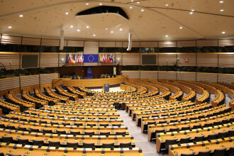 Parlamentul European a votat oprirea plăților către ţările cu probleme la statul de drept