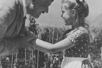 """Povestea din spatele fotografiei lui Hitler imbratisand o fetita evreica: """"Draga de Rosa!"""""""