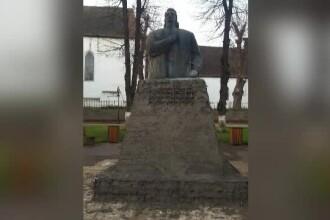 Monumentul lui Avram Iancu din Huedin a fost reabilitat ca un pod: cu armătură și beton