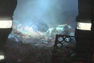 O fabrică de mobilă a fost mistuită de flăcări uriaşe