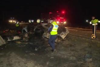 Doi oameni au ars de vii în maşină, în Arad. Ce s-a descoperit apoi despre şofer