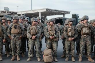 """Donald Trump laudă militarii trimiși la granița cu Mexicul: """"O barieră puternică"""""""