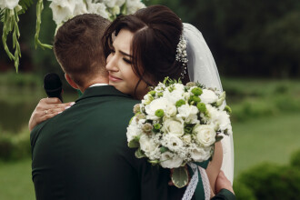 O mireasă a aflat cu o zi înainte de nuntă că soțul o înșela. Ce răzbunare a plănuit pentru ceremonia de a doua zi