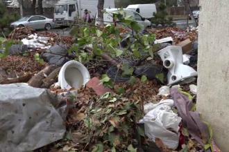 Străzile din mai multe orașe, transformate în gropi de gunoi. Obiectele aruncate de oameni