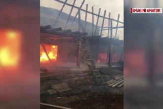 O casă a luat foc din cauza unui coș de fum necurățat. Bătrân salvat în ultima clipă