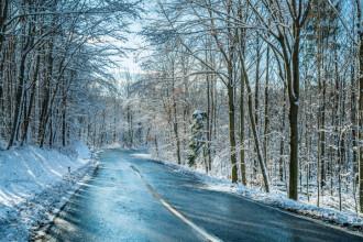 INFOTRAFIC. Starea drumurilor, 24 ianuarie. Primul drum închis din cauza poleiului