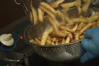 Riscurile la care ne expunem dacă prăjim cartofii la peste 175 de grade. Ce este acrilamida