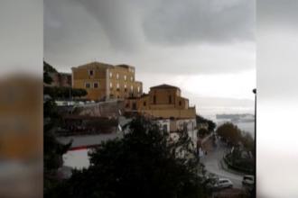 Fenomenul bizar care a lovit portul orașului Salerno. Pagubele produse