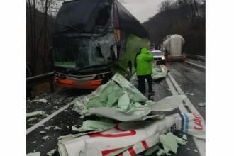 Autocar cu 25 de pasageri la bord implicat într-un accident rutier, în Sibiu