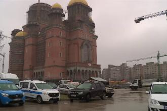1.000 de oameni muncesc în trei schimburi și pregătesc Catedrala Mântuirii pentru sfințire