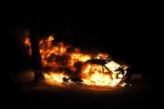 Un bărbat din Gorj şi-a incendiat mașina pentru a obţine bani de la asigurări