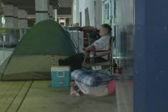 A stat în cort 7 zile în faţa unui magazin ca să prindă oferta de Black Friday