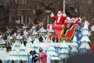 Naşterea Domnului. Ce spune tradiţia despre Moş Crăciun şi colindători