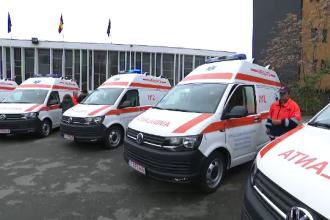 Primăria Capitalei a inaugurat în aplauze 10 ambulanțe noi, doar două sunt gata echipate