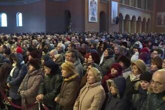 În ciuda vremii friguroase, românii şi-au continuat pelerinajul la Catedrala Naţională