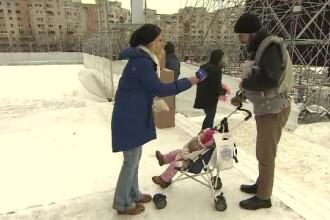 Bebeluși ținuți cu orele în frig de părinți pentru a vedea Catedrala Mântuirii