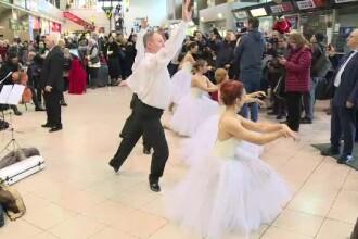 """Flash-mob pe Aeroportul Otopeni. Călătorii s-au """"transformat"""" în balerini"""