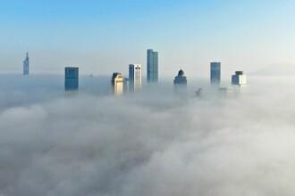 Orașul dintre nori. Imagini impresionante surprinse de o dronă
