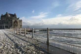 Gerul a luat locul ninsorilor, iar în sud-estul ţării viscolul a făcut ravagii. Imaginile surprinse pe litoral