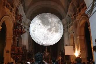 De ce a apărut o Lună uriaşă în cea mai veche biserică din Cluj.