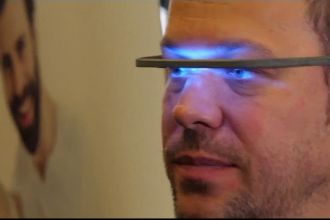 Târg de tehnologie la Berlin. Vizitatorii au putut testa lampa terapeutică ce simulează lumina naturală