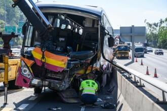 Carnagiu pe șosea: 5 morți și 32 de răniți. Un autocar s-a ciocnit cu un TAXI. FOTO