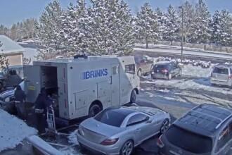 Trei bărbați au jefuit o mașină blindată plină cu bani. FBI oferă recompensă