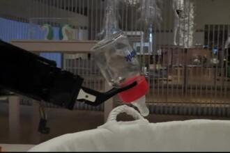 Cum arată robotul creat pentru a alăpta bebeluși. Expoziție inedită în UK