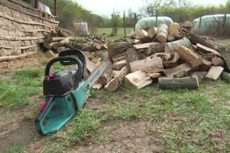 Un tânăr din Dâmbovița s-a rănit grav cu drujba în timp ce lăia lemne