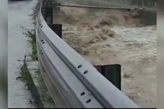 Viituri devastatoare în Italia. Oamenii, salvați cu greu din calea apelor