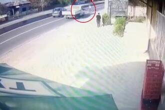 Un pieton a fost spulberat de o mașină pe trecerea de pietoni. Tragedia a fost înregistrată