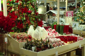Românii care cumpără de Black Friday cadourile de Crăciun.