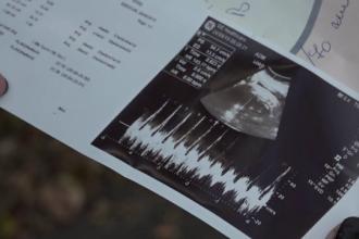 Bebeluș mort la o lună de la naștere. Ce acuzații le aduc părinții medicilor