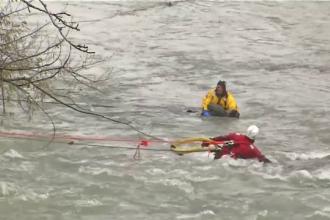 Salvare contra cronometru în cascada Niagara. A stat 2 ore în apele reci