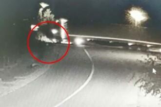 Momentul în care un șofer de TIR a trecut cu maşina peste 2 oameni, accidentându-i mortal