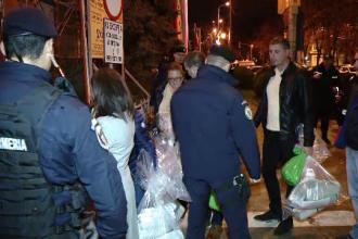 Președinții secțiilor de votare, lăsați în stradă cu sacii plini cu buletine de vot