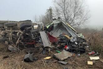 Camion lovit de tren în județul Alba. Un mort și o persoană în stare gravă
