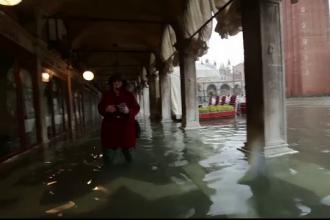 Veneția a fost inundată complet. Ce au făcut turiștii ca apa să nu le intre în bagaje