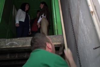 Lift tras cu frânghii într-un spital din România. 7 miniștri au urcat cu el