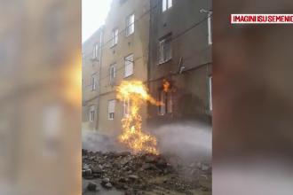 Incendiu de proporții în Reșița. Au lovit din greșeală o țeavă de gaz