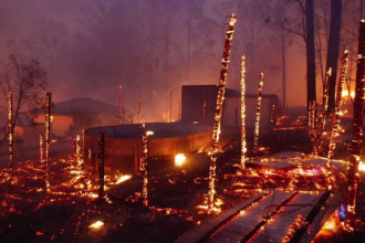 """Peste 100 de incendii de vegetație sunt active în Australia. Un """"mega-focar"""", lângă Sydney"""