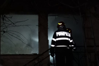 Un clujean a intrat în casa în flăcări ca să-și salveze mașina: