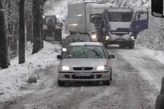 Primele incidente din cauza valului de aer rece. Zonele acoperite de zăpadă